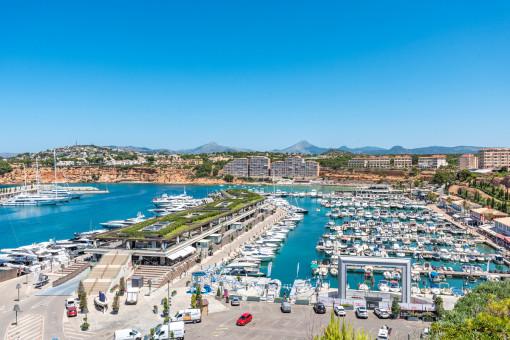 Beeindruckender Blick auf Port Adriano