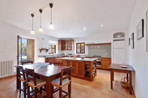 Rustikale Holzküche