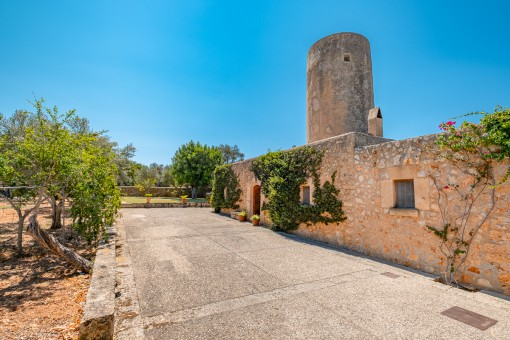 Großzügiges Wohnhaus mit schönem Garten und romantischer Mühle am Rande von Sencelles