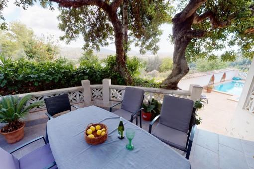Terrasse mit Essbereich und tollem Fernblick auf die Bucht von Alcúdia