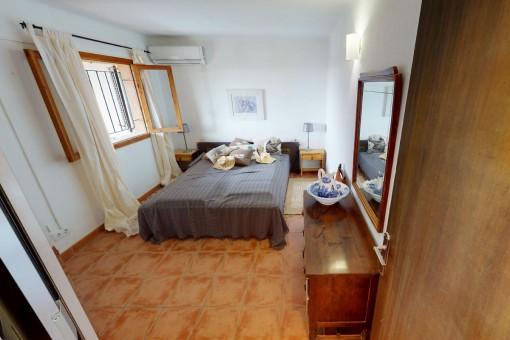 Eins von zwei Doppelschlafzimmern