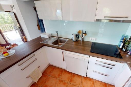 Komplette eingerichtete Küche