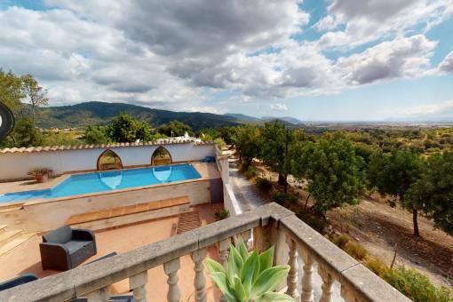 Gemütliches Chalet mit rustikaler Architektur plus Baugrundstück und einmaligen Panoramablick über die Bucht von Alcúdia