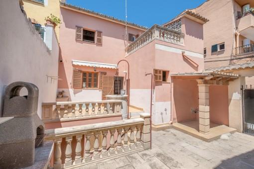 Großzügiges Dorfhaus mit Terrassen und Parkplatz in Alaró