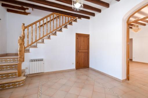 Eingangshalle mit Treppe ins Obergeschos