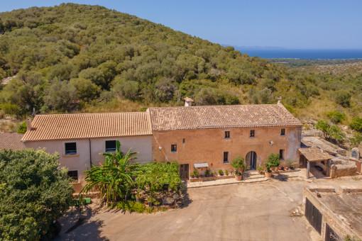 Authentisches mallorquinisches Anwesen mit historischer Finca, Agrarbetrieb und vielen Optionen in Arta