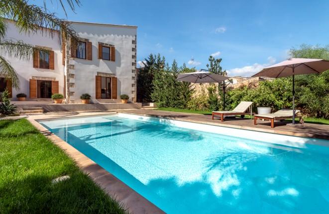 Einzigartiger Stadtpalast mit wunderschönem Garten, Pool und Gästehaus in Sencelles