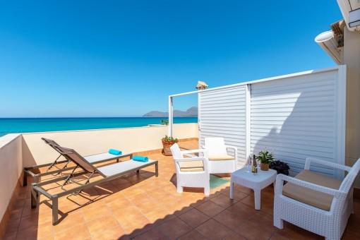 Wunderschönes Duplex in erster Meereslinie mit Lizenz zur Ferienvermietung in Son Serra de Marina