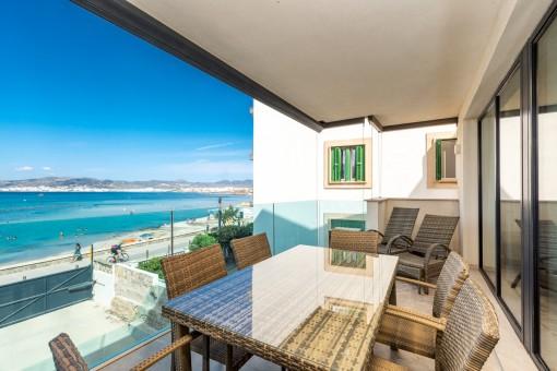 Meerblick Balkon mit Essbereich