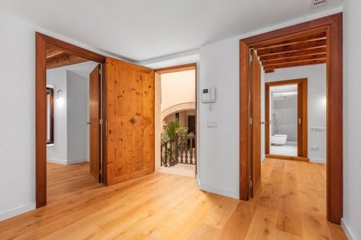 Eingang und Zugang zu den Schlafzimmern