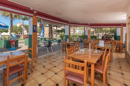 Restaurant in vollem Betrieb nur 500 m vom Meer entfernt in Sa Coma