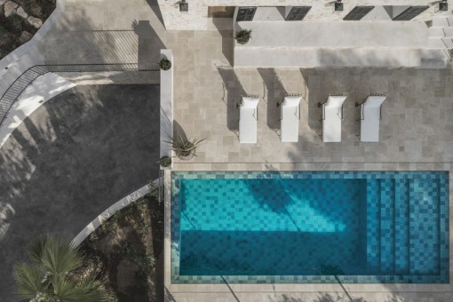 Der Pool aus der Vogelperspektive