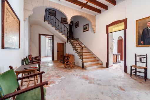 Eingangsbereich und Treppenaufgang