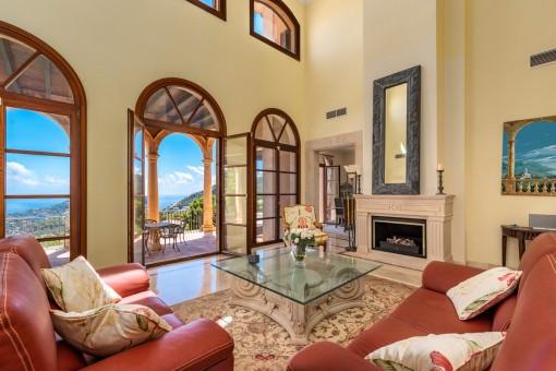 Majestätischer Wohnbereich mit Terrassenzugang