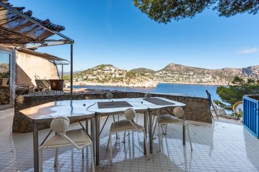 Terrasse mit beeindruckenden Meerblick