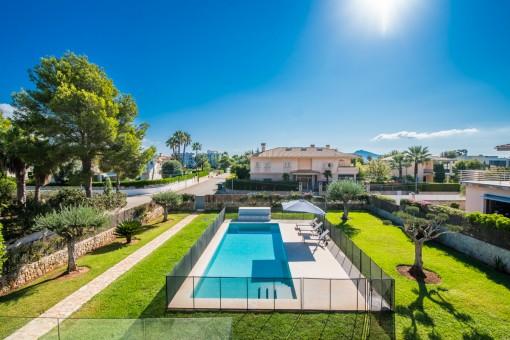 Pool und Gartenbereich