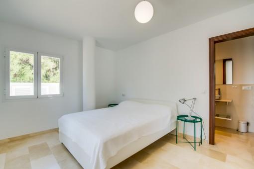 Zweites Doppelzimmer mit Badezimmer en Suite
