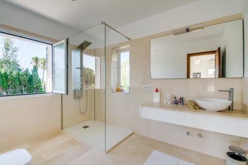 Badezimmer en Suite mit Dusche