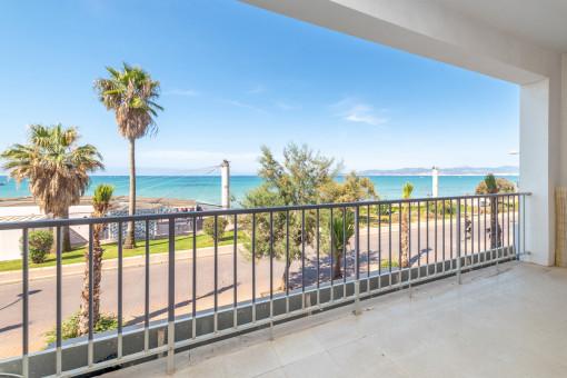 Wunderschöne, komplett sanierte Wohnung in erster Strandlinie an der Playa de Palma