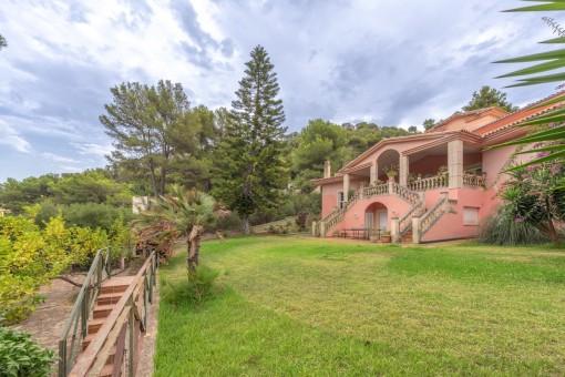 Spektakuläre Villa im klassischen Stil mit 5 Schlafzimmern, Tennisplatz und Meerblick in Canyamel