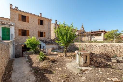 Grosszügiges, sanierungsbedürftiges Dorfhaus mit Garten in Alaró