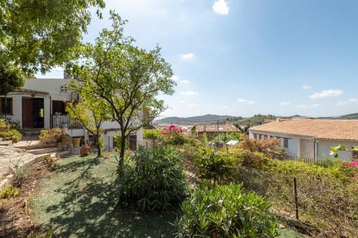 Dorfhaus mit Garten und Aussicht in Alaró