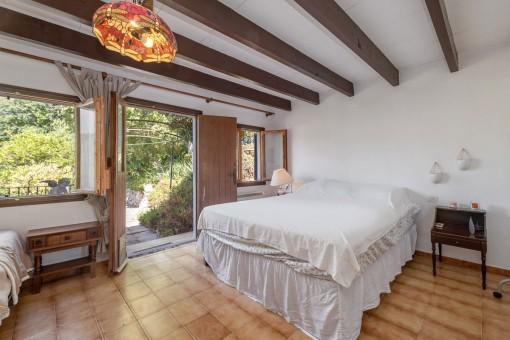 Lichtdurchflutetes Schlafzimmer