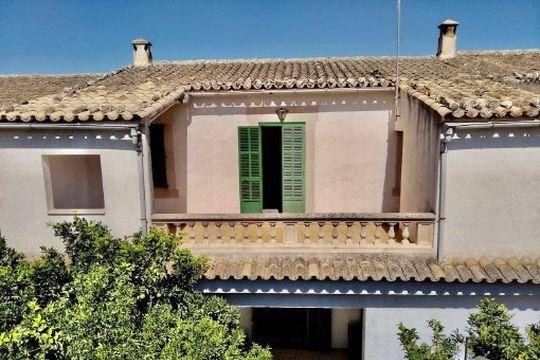 Teilmöbliertes Stadthaus mit Garten, Garage und grossem Abstellraum in Montuiri