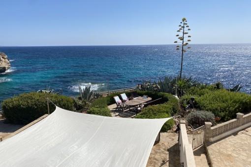 Sehr geschmackvoll saniertes Reihen-Endhaus mit Blick auf das Meer in Cales de Mallorca