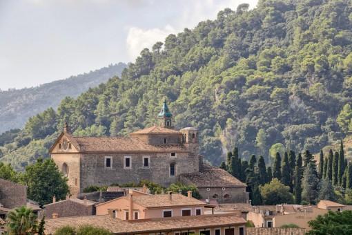 Schöner Berg- und Dorfblick