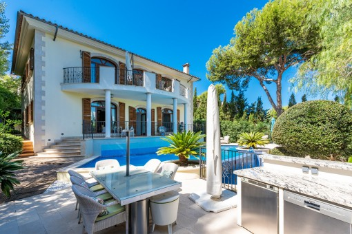 Wunderschöne, stilvoll gebaute Villa mit Meerblick in Nova Santa Ponsa