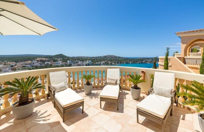 Komplett neu renovierte Villa mit Pool und Meerblick auf die Bucht von Santa Ponsa