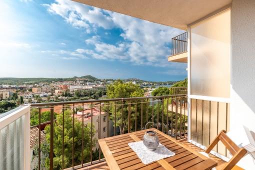 Schöne Etagenwohnung mit Meerblick und fussläufig zum Strand von Santa Ponsa