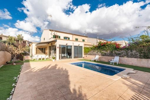 Hübsche, sehr helle Doppelhaushälfte mit Pool in Porreres