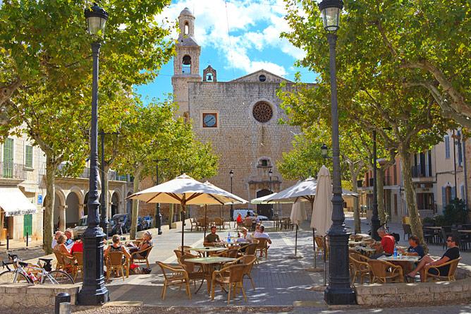 Plaza in Alaro