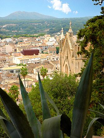Blick über Arta auf Mallorca